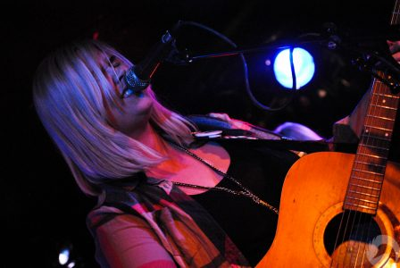 11/01/2012 | Johnny Barr, Matt Scott and Lynnie Carson – King Tuts, Glasgow (Photos)